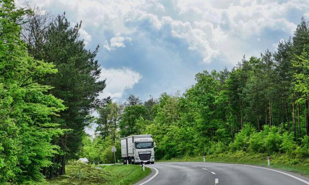 Tirol sperrt zwei Autobahn-Abfahrten für große Lkw zum Tanken